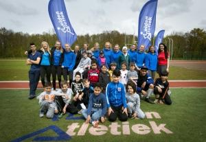 Meisjes van Leiden Atletiek organiseren clinic voor hun 'buren'